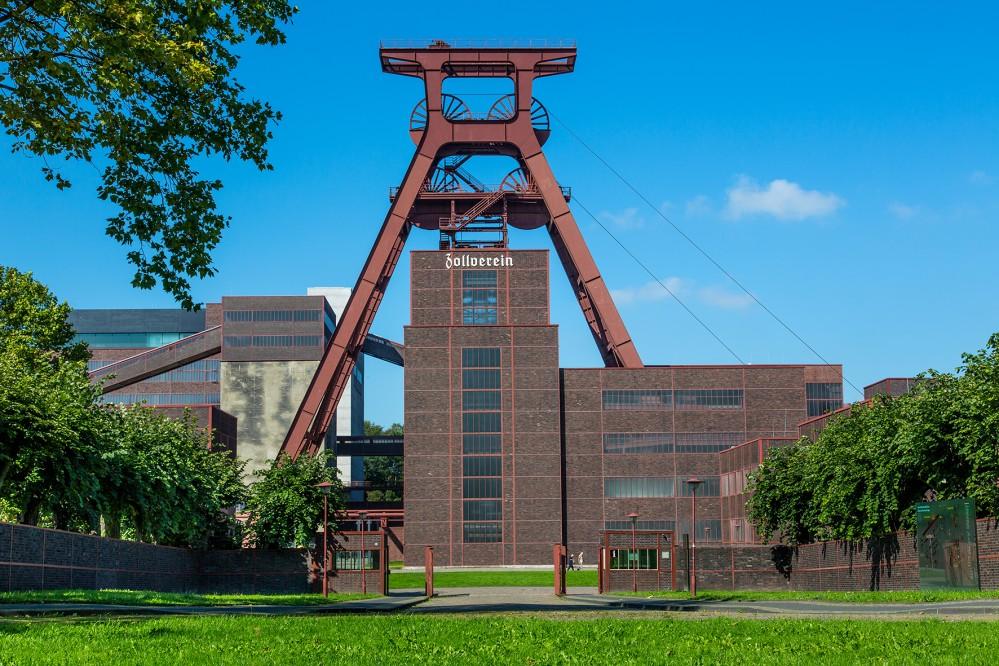 Zollverein est considérée comme la « plus belle mine de charbon du monde », un monument du patrimoine industriel et un symbole de la transformation de ce qui fut la plus grande mine de charbon d'Europe en un lieu de culture, de loisirs et d'affaires. – ©Jochen Tack / Zollverein Foundation