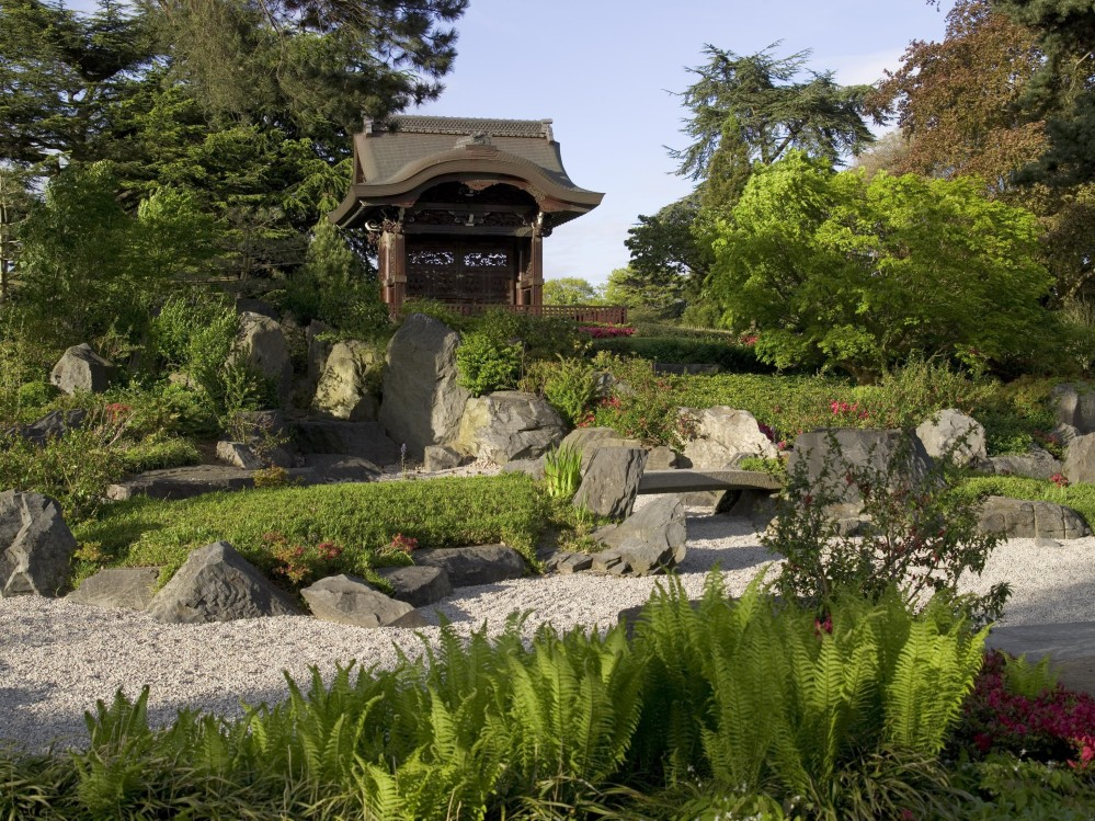 Created for the Japan-British Exhibition held at White City in London in 1910, the Japanese Gateway was built in the architectural style of the late-16th century Momoyama (or Japanese rococo) period. – © RBG Kew