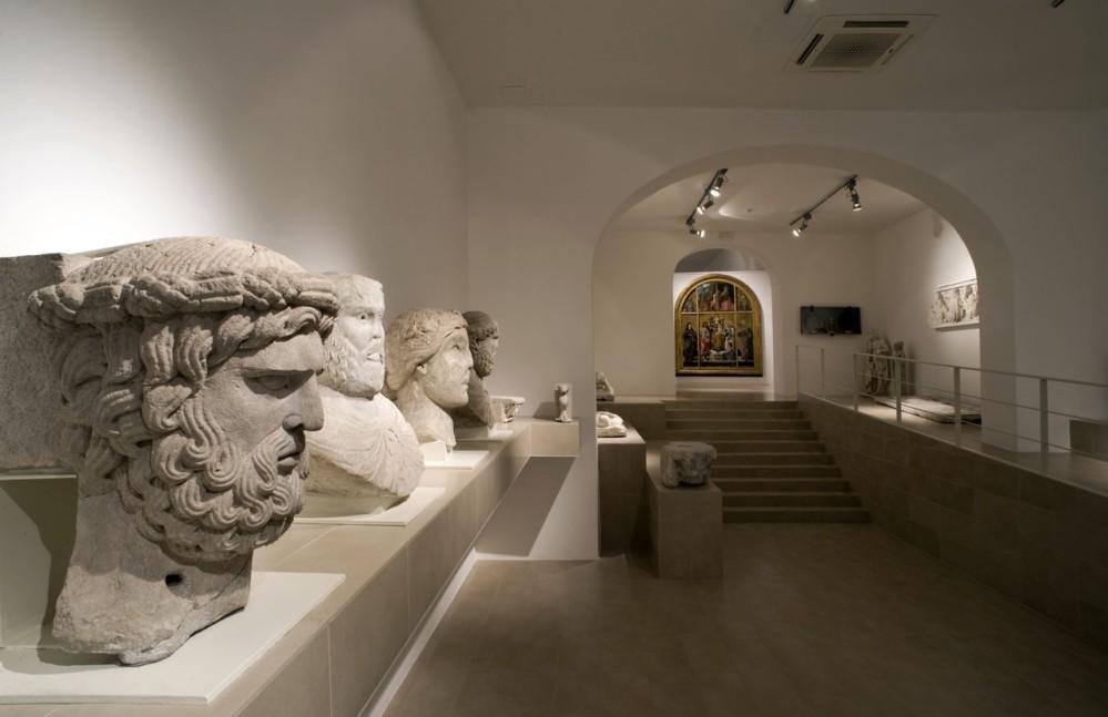 The Federiciana Hall of the Campano Museum in Capua with the Picture Gallery at the bottom. – © Archivio Museo Campano di Capua