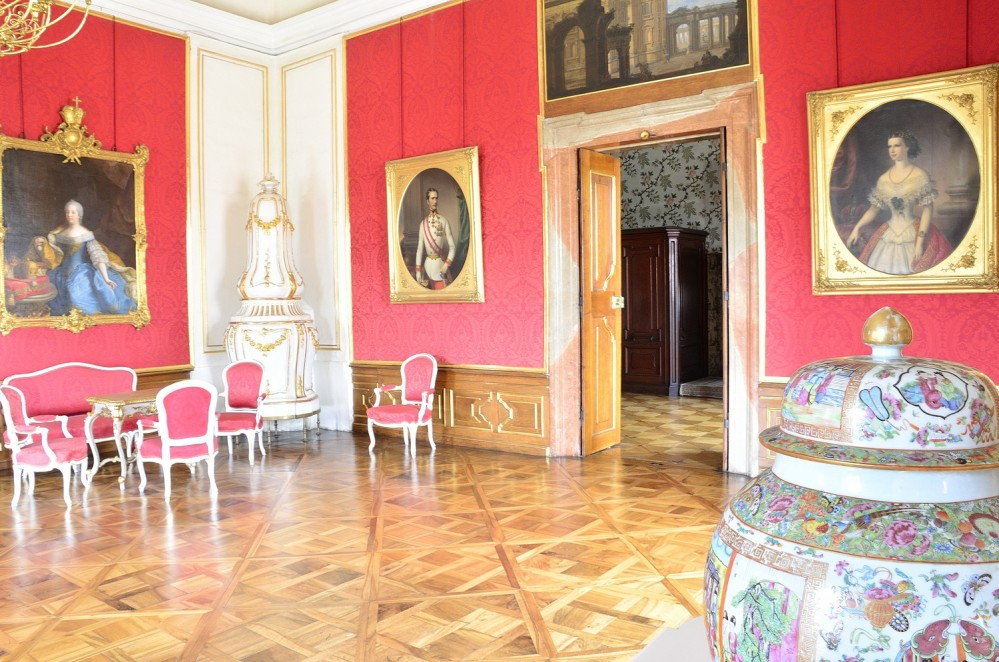On the walls are portraits of the rulers, including a portrait of empress Maria Theresa and her husband Franz Stephan von Lothringen. – © Roman Pěnčák