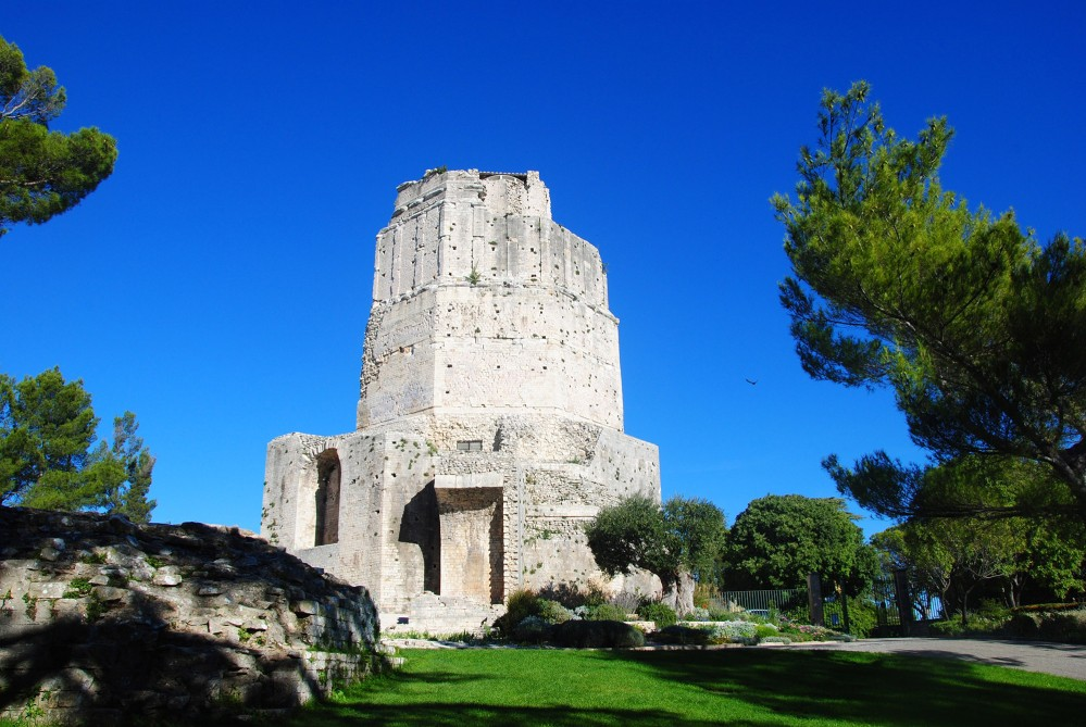 """The """"Tour Magne"""" indicated the presence of the city and of the Imperial temple located at the foot of the hill around the spring. – © Office Tourisme Nîmes"""
