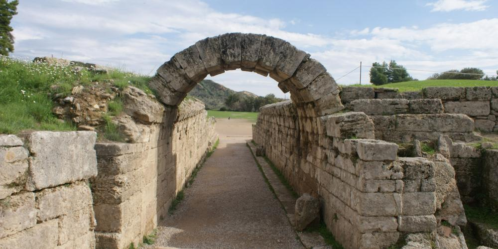Krypte Stoa est le tunnel voûté de 32 mètres de long qui relie le Stade à l'Altis sacré d'Olympie – © Hellenic Ministry of Culture and Sports / Ephorate of Antiquities of Ilia