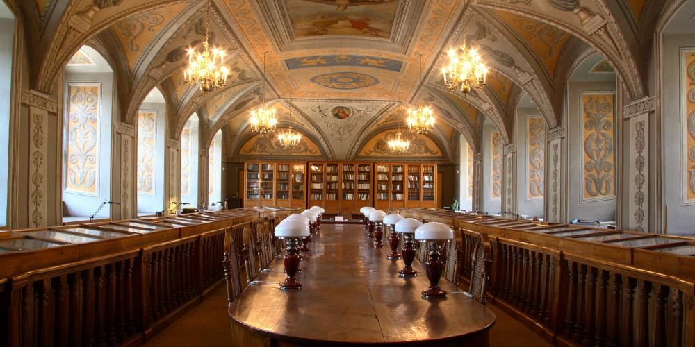 The most interesting part of the university is the library. Its oldest and most impressive space is the Smuglewicz Hall. – © www.biblioteka.vu.lt