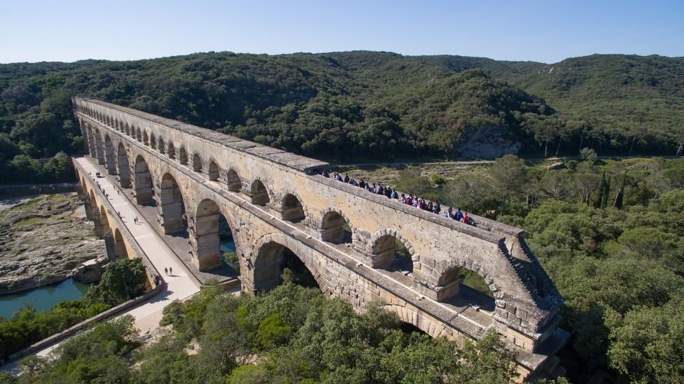 Visitors on a guided tour explore the highest bridge-aqueduct built by the Romans 2,000 years ago. – © François Allaire