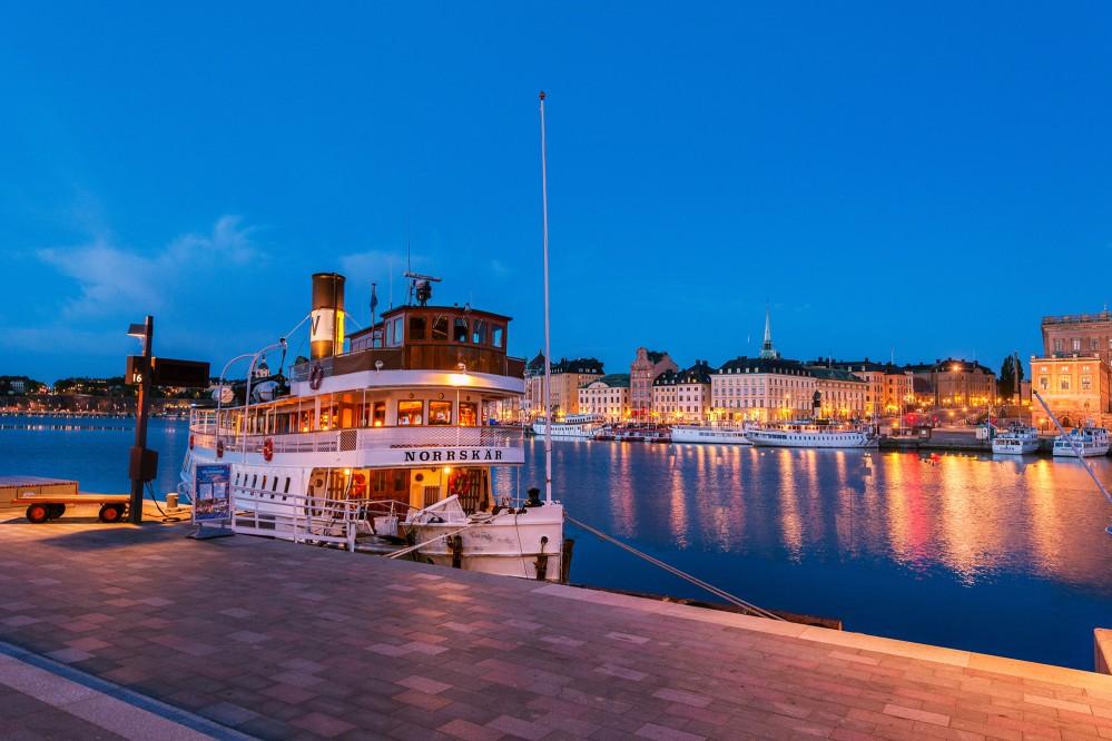 You can take a boat from Stockholm, across Lake Mälaren, right up to Drottningholm Palace. – © Stromkajen Jeppe Wikstrom