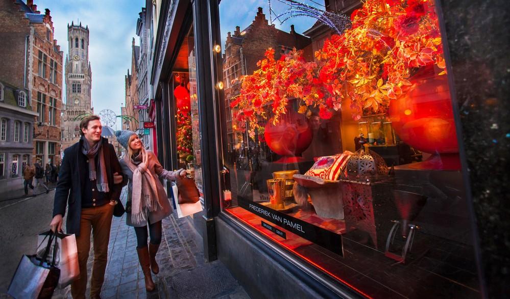 Bruges n'a rien à envier aux autres grandes villes européennes en terme de magasins. – © Jan D'Hondt / VisitBruges