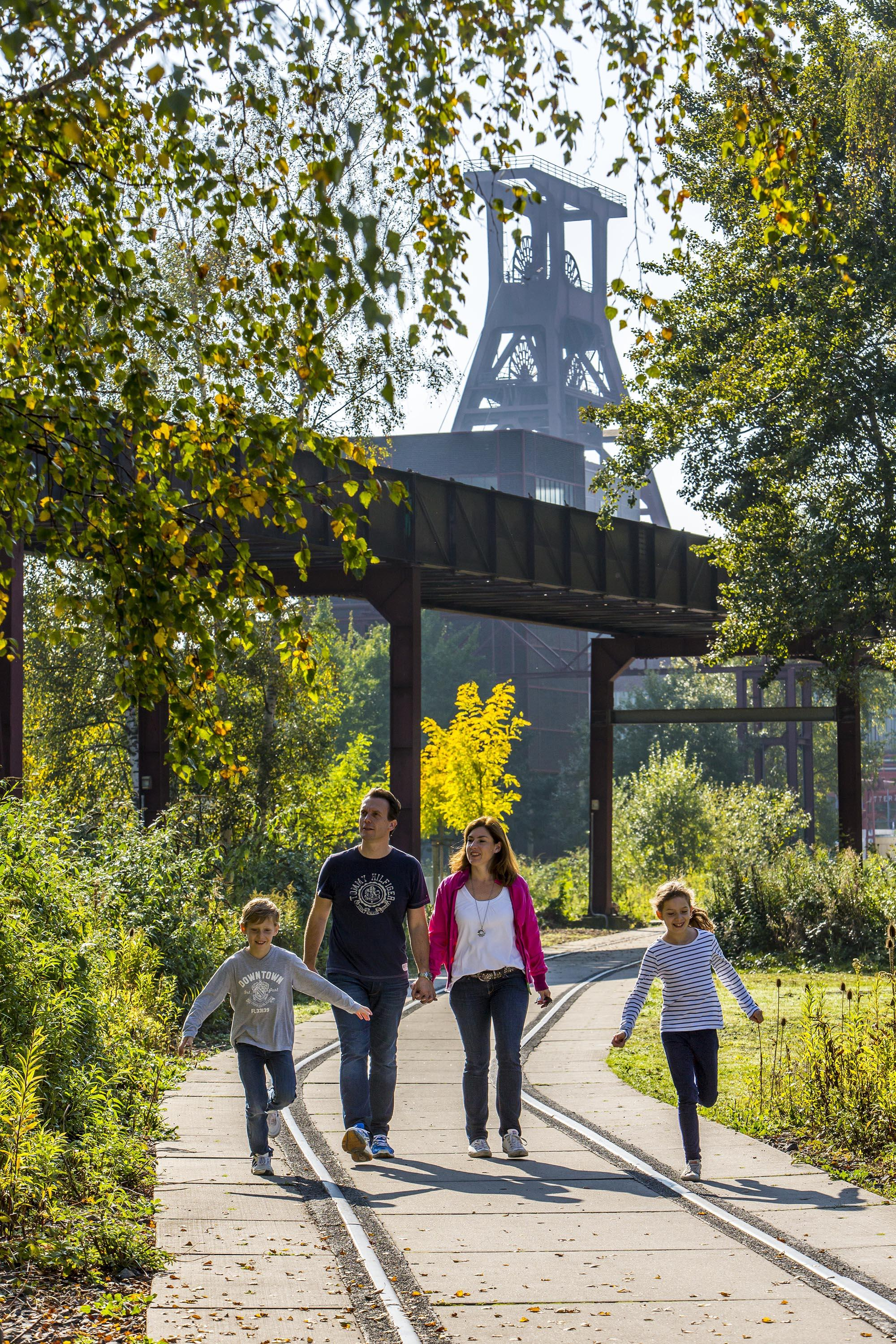 There is a lot to discover for children living in the city: a nature trail with 12 stations clearly shows the special features of the ecosystem on the World Heritage Site. - © Jochen Tack / Zollverein Foundation