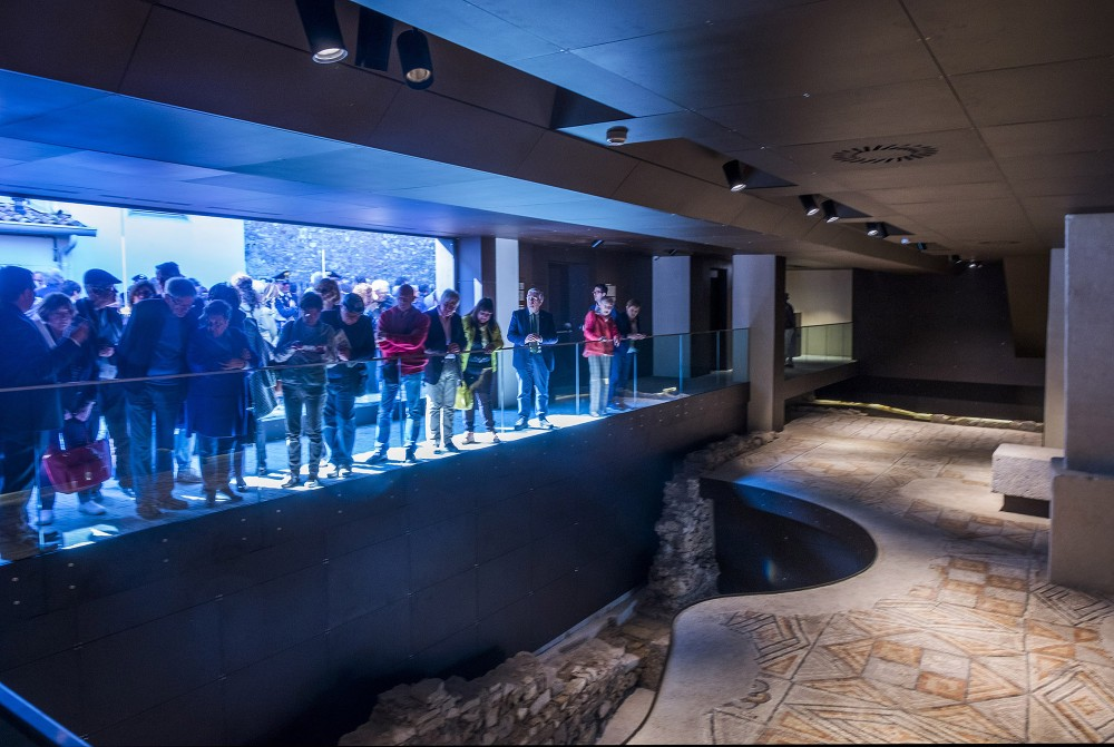 Visitors inside the site of the Roman House and Bishop's Palace, opened in April 2017. – © Gianluca Baronchelli