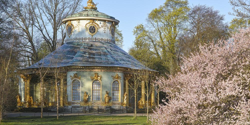 The architecture was a romantic European interpretation of Asian design. – © H. Bach / SPSG