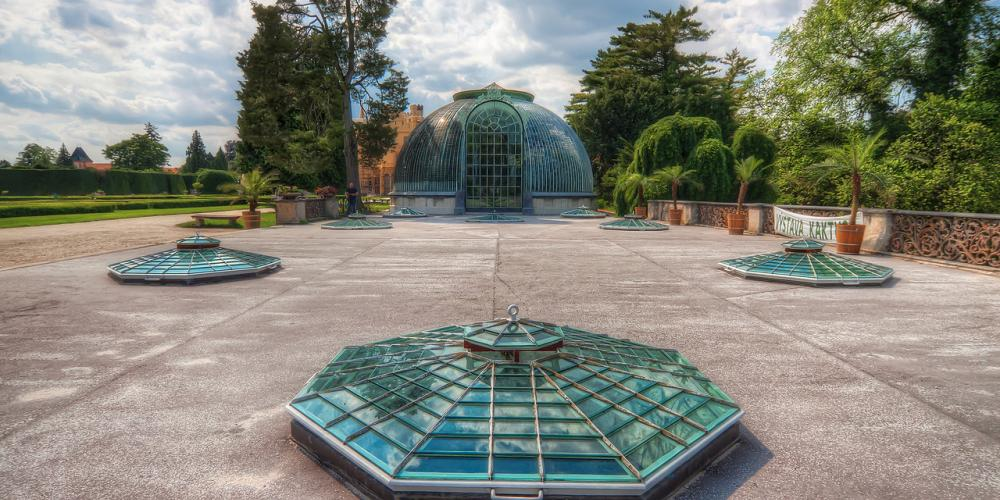 The greenhouse covers 52,000 pieces of fish-shaped glass tiles. – © Archive of Lednice Castle
