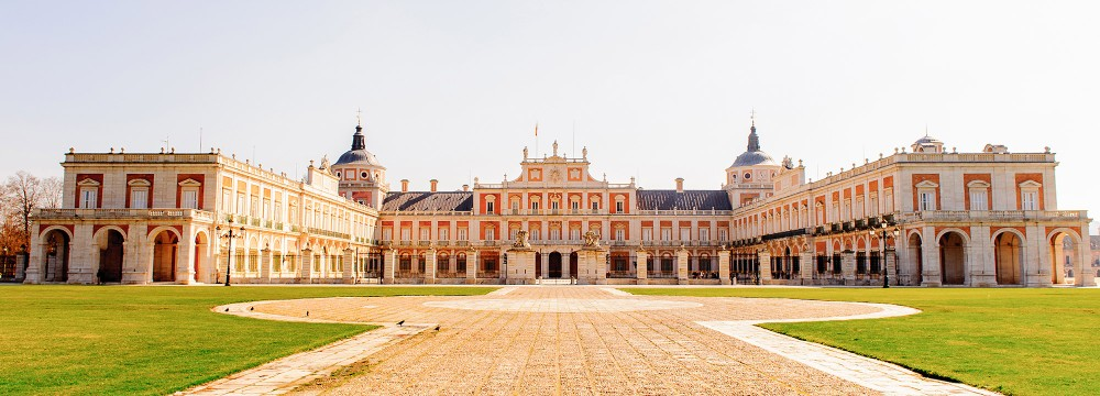 For centuries, the kings and queens of Spain spent their spring months at the Palace of Aranjuez enjoying the stunning gardens that surround the grounds. – © Anton Ivanov / Shutterstock