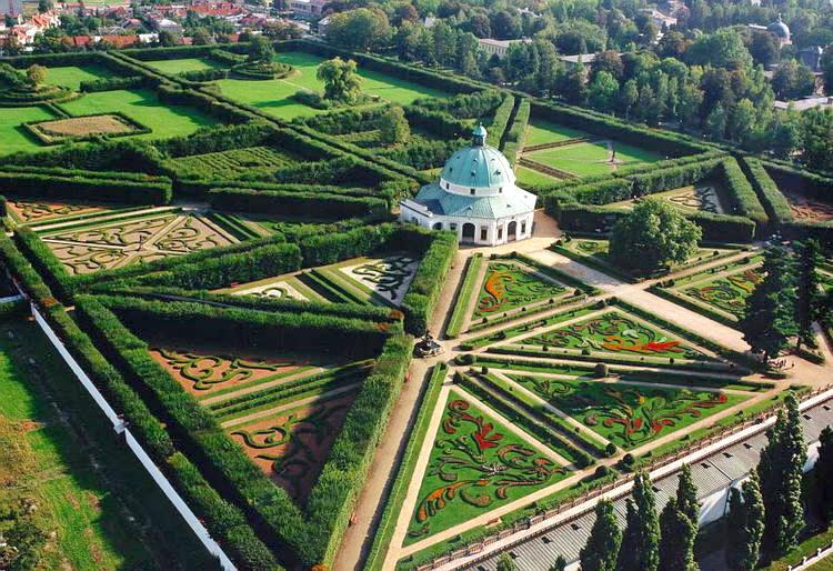 Aerial view of the Flower Garden and Rotunda – © UNESCO World Heritage Centre