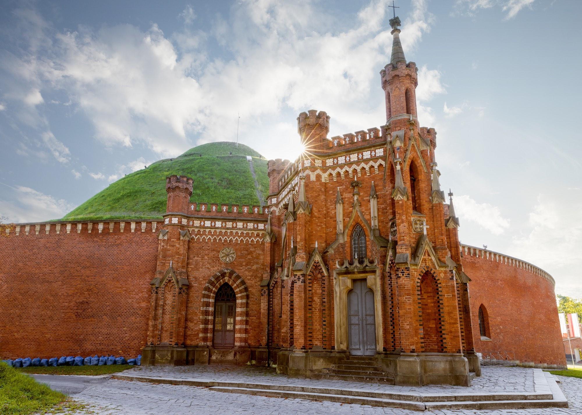 The citadel fort surrounding Kosciuszko mound. – © mikolajn / Shutterstock