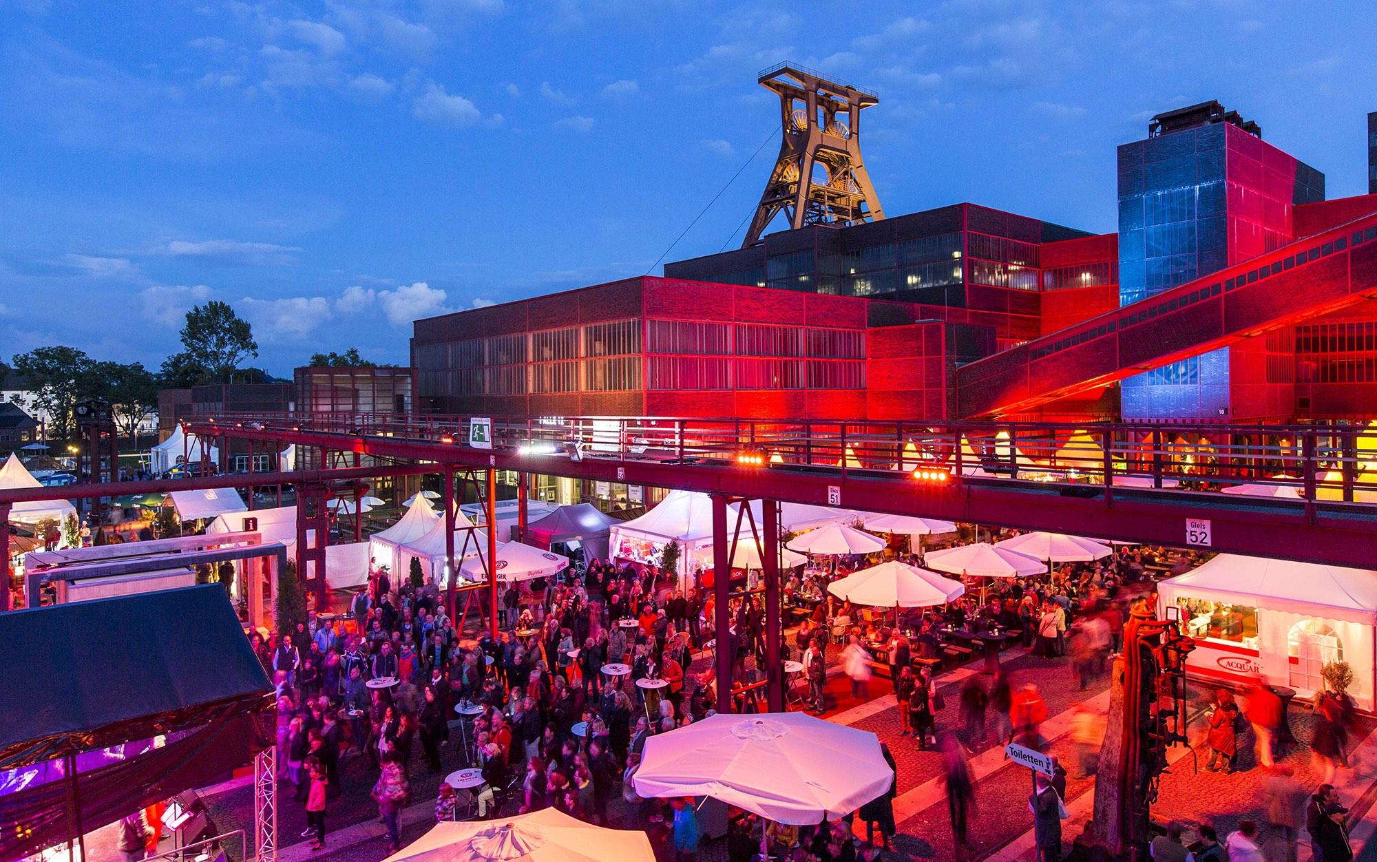 "Besides culinary temptations, which also include typical ""miners' fare"", a programme of stage shows and a fireworks display on Saturday evening await the visitors. –© Jochen Tack / Zollverein Foundation"