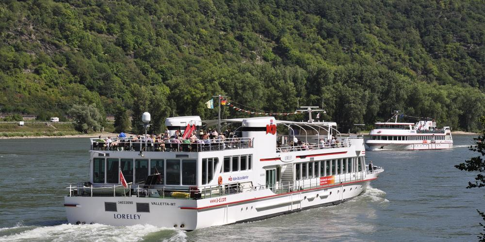 The white fleets offer the most pleasurable and impressive way to explore the romantic Rhine. There's a daily frequent service from March to October. – © Werner Schwarz / Rhein-Touristik Tal der Loreley