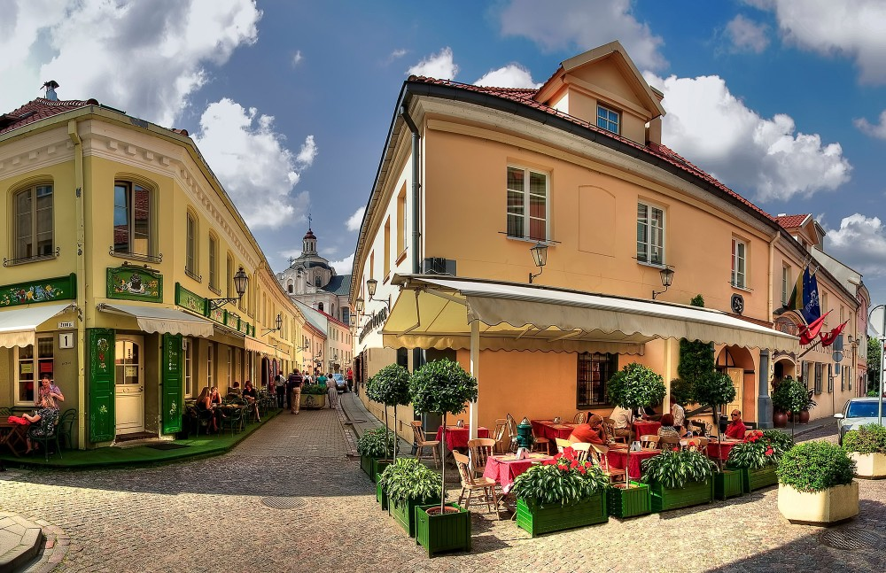 Full of cosy cafes and galleries, Stikliu is one Vilnius's most charming streets. – © www.vilnius-tourism.lt