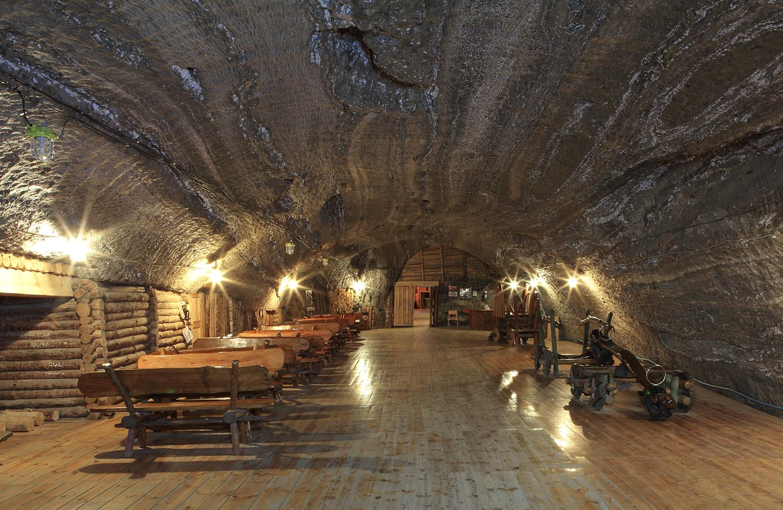 The Ważyn Chamber is the heart of the Bochnia Salt Mine. It is 255 metres long and seven metres high. It is interesting to note that it lies exactly on the level of the Baltic Sea. – © Janina Wrzak