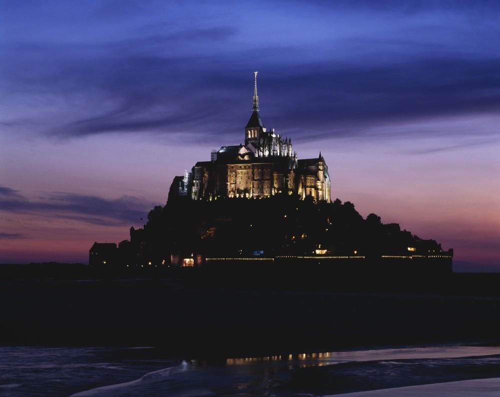 Mont-Saint-Michel at dusk. – © Philippe Berthé / Centre des monuments nationaux
