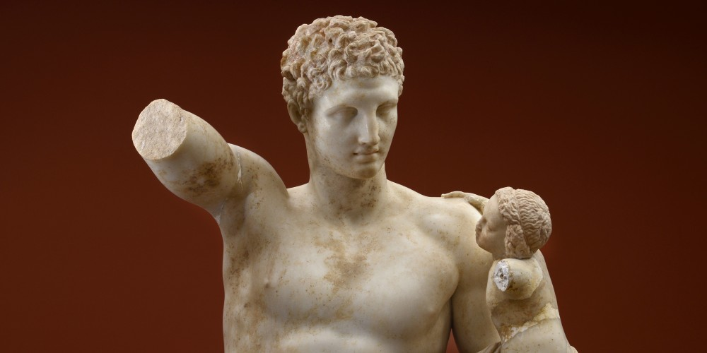 The famous statue of Hermes holding the infant Dionysus is the work of the sculptor Praxiteles. – © Hellenic Ministry of Culture and Sports / Ephorate of Antiquities of Ilia (efailias)