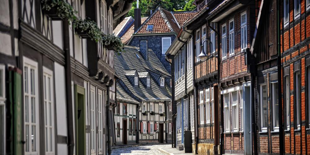 More than 1,500 excellently preserved half-timbered houses of different eras are located in the centre of Goslar's picturesque old town and within the former city wall. – © Stefan Schiefer / GOSLAR marketing gmbh