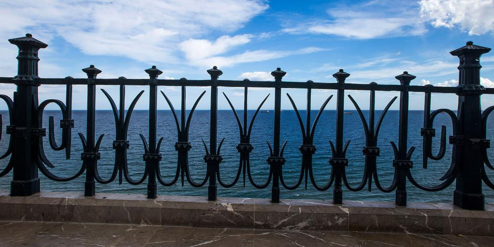 "A place beloved by Tarragona natives, legend has it that touching its singular railing (""tocar ferro"") brings good luck. – © Manel Antoli RV Edipress / Tarragona Tourist Board"