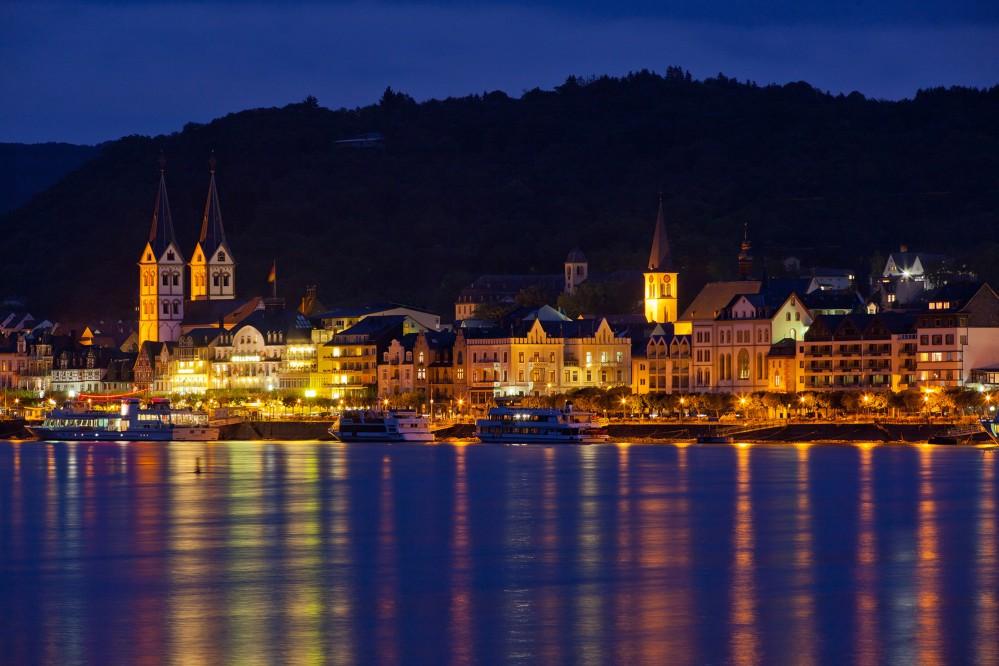 À Boppard, les rives du Rhin sont bordées d'hôtels traditionnels et de bâtiments historiques. – © Herbert Piel / Piel Media, Rheintouristik Tal der Loreley