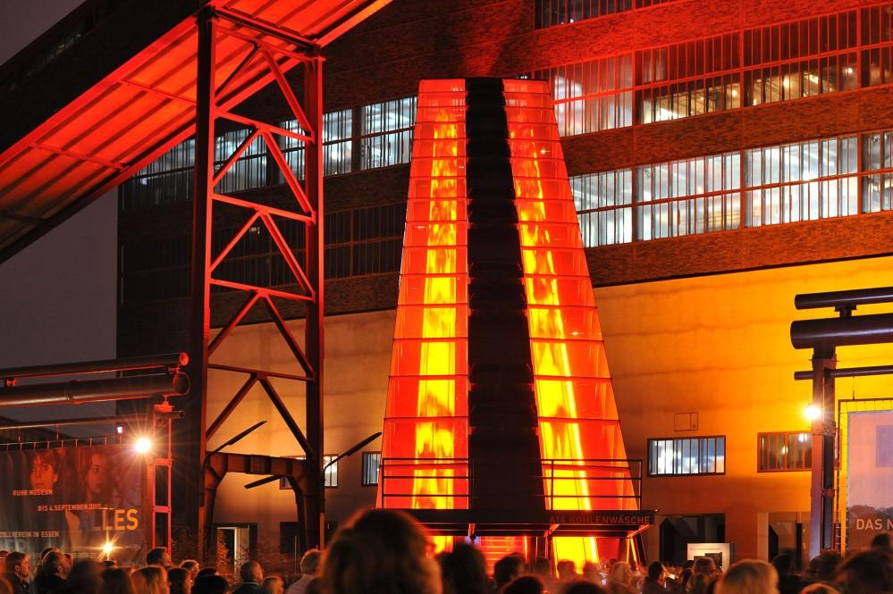 L'escalator extérieur de 58 mètres est plus grand escalator autoporteur d'Allemagne et marque l'entrée de l'ancienne laverie de charbon. – ©Frank Vinken / Zollverein Foundation
