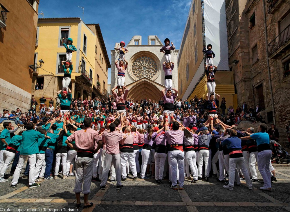 Tarragona's calendar is filled with human tower events featuring the city's four colles, with some of the best teams from the rest of Catalonia also invited. – © Rafael López-Monné