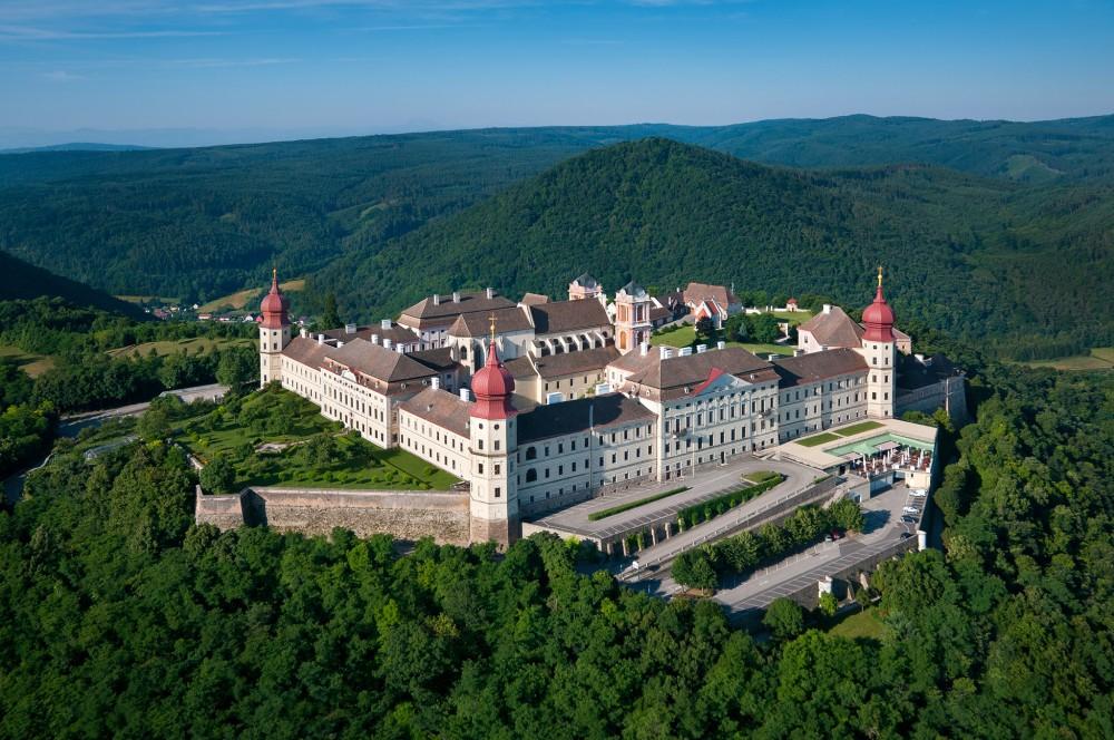La chrétienté a laissé de nombreuses traces dans ce paysage. L'un des plus beaux exemples est la magnifique Abbaye de Göttweig qui marque la frontière est de la vallée. – © extremfotos.com / Donau NÖ