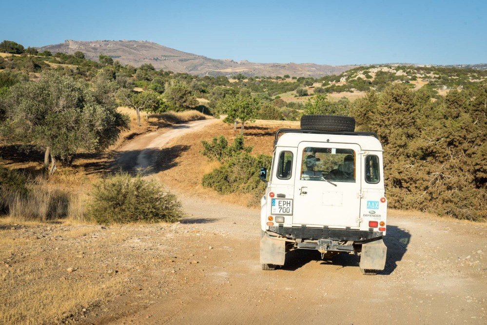 There are no paved roads through the peninsula. The best ways to explore it are with an organised jeep tour or independently by hiking or mountain biking. – © Michael Turtle