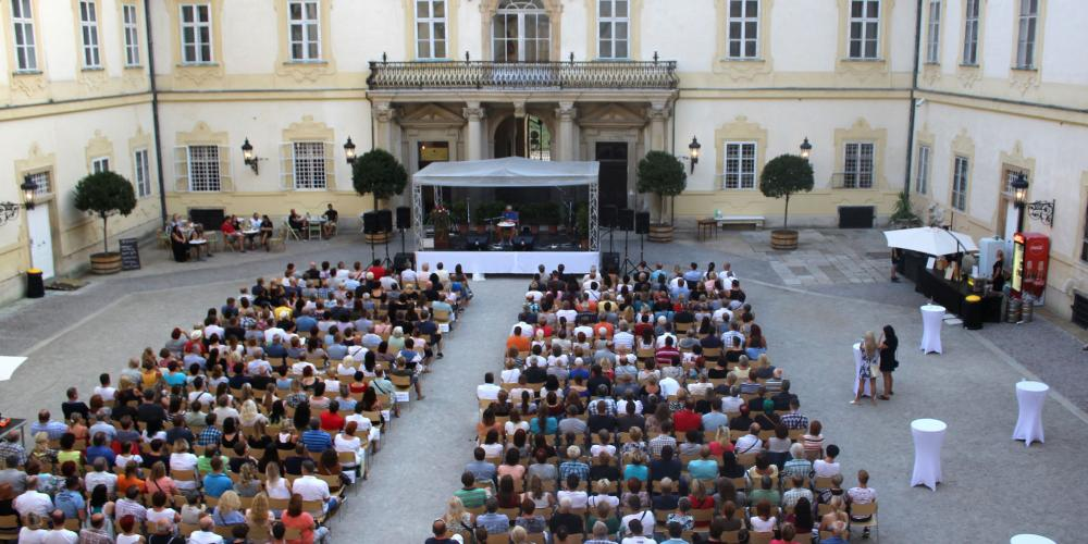 The inner courtyard of Valtice Castle occasionally hosts performances in its unique castle atmosphere. – © Lenka Beránková