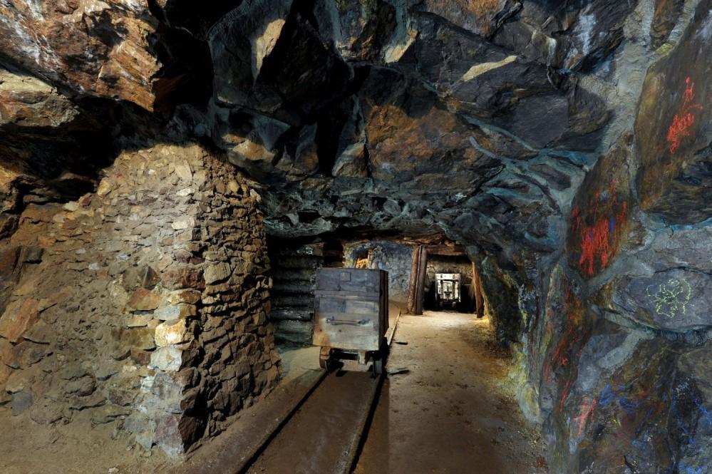 Presque toutes les maisons bourgeoises de la place de la Sainte-Trinité possèdent des galeries minières dans leurs sous-sols. La galerie Michal, au Musée Minier de Berggericht, est ouverte au public. – © Lubo Lužina