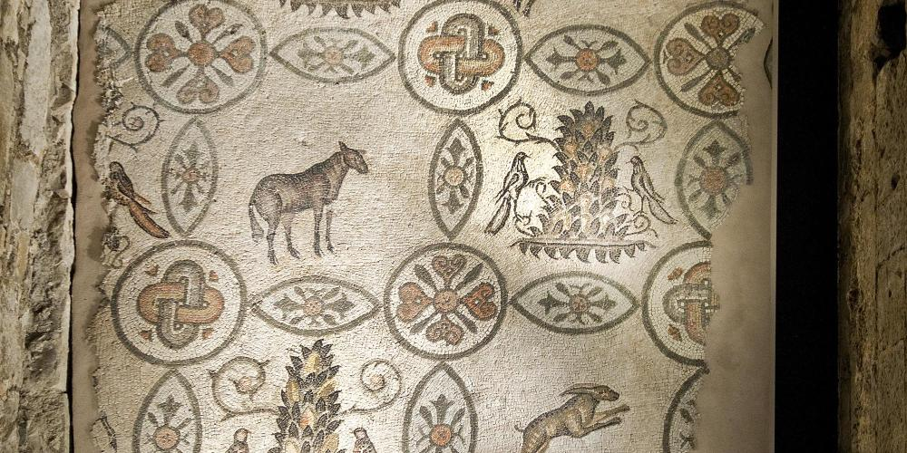 Now visible from inside the campanile, this mosaic belonged to the northern hall of the earliest Christian basilica. – © Gianluca Baronchelli