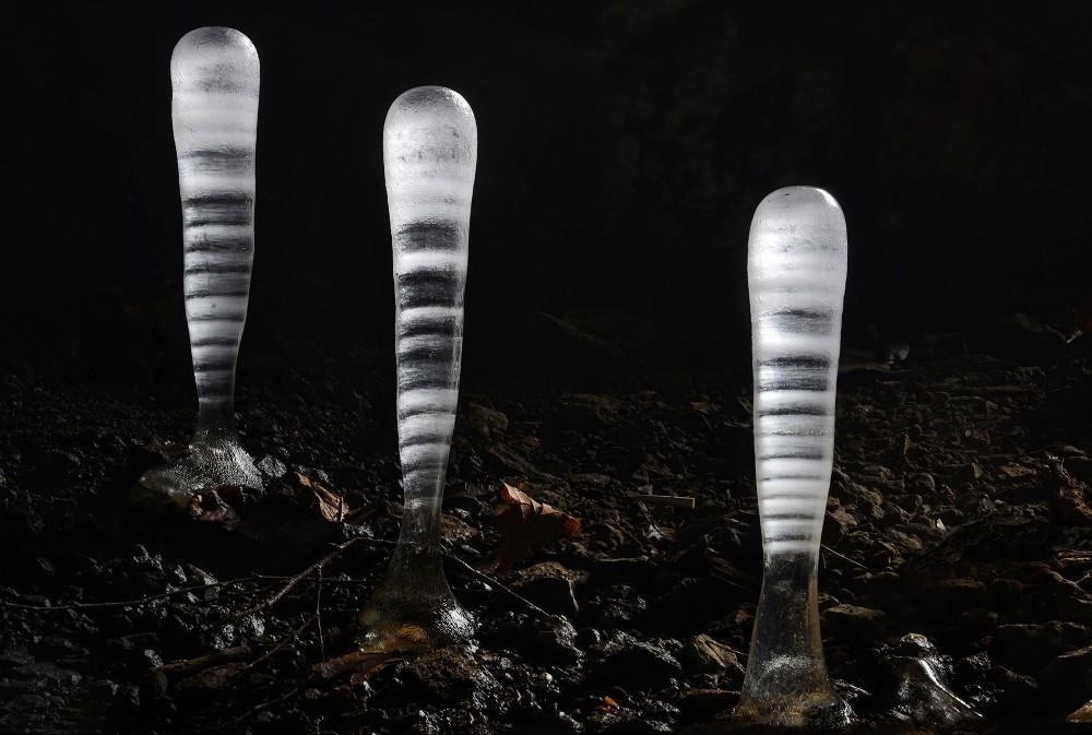 Il y a des choses à découvrir à chaque coin de Banská Štiavnica , comme ces stalagmites rayées (phénomène dû aux différences de température entre le jour et la nuit) trouvées dans une mine abandonnée. – © Albert Russ / Shutterstock