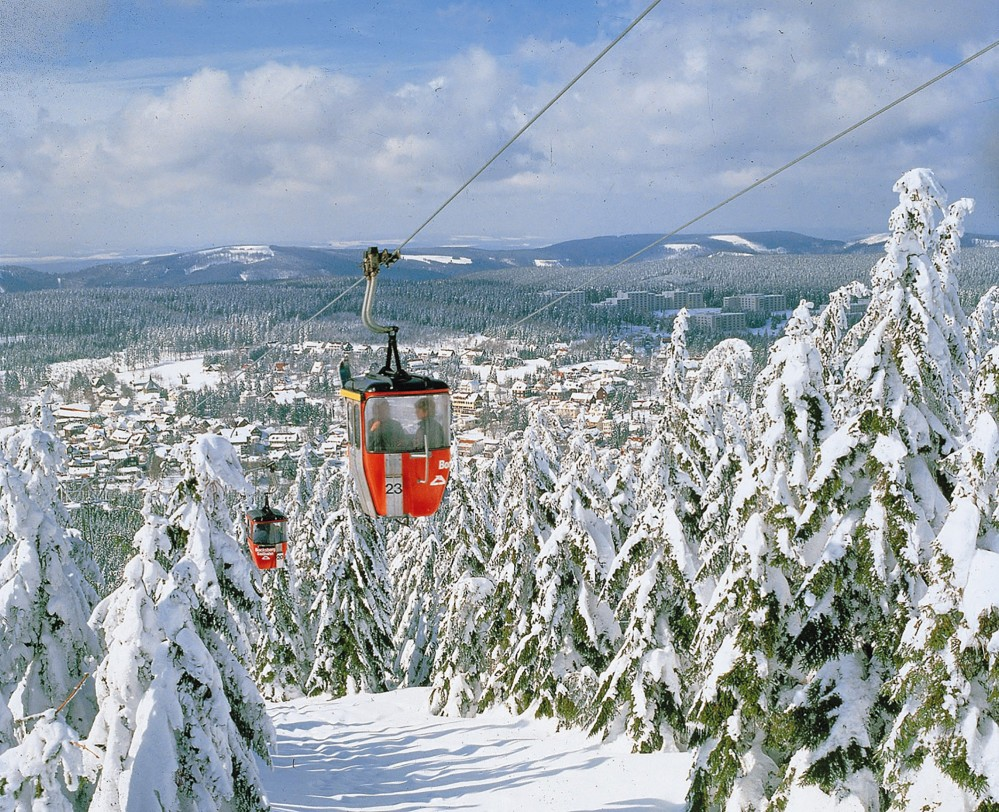 En hiver, les montagnes du Harz ont un charme particulier. Les skieurs et les snowboarders peuvent accéder facilement aux pistes de Bocksberg par le télésiège. – © German National Tourism Board