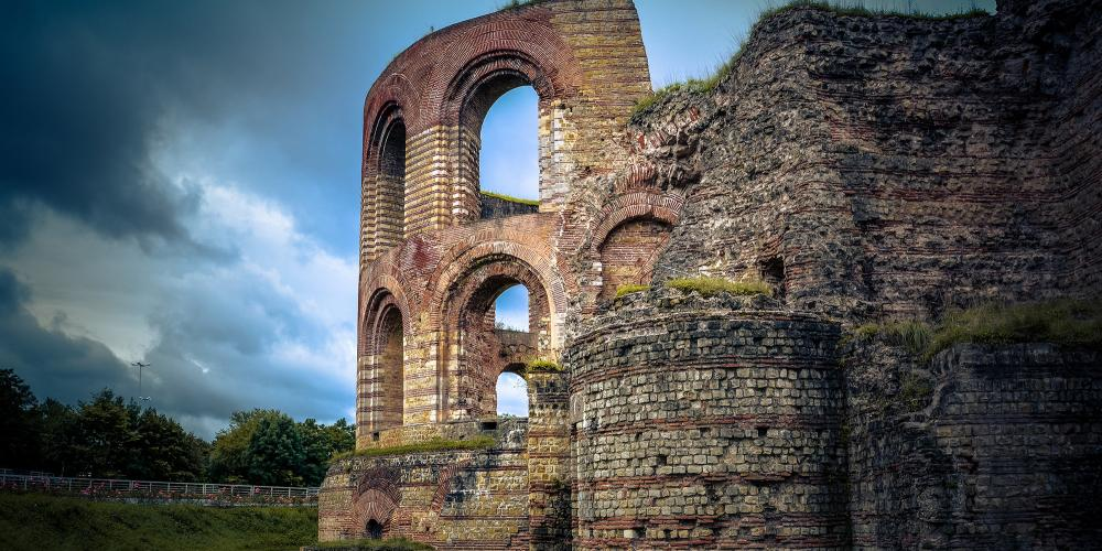 The Imperial Baths were used as a castle, city wall and monastery. – © Hufnagel