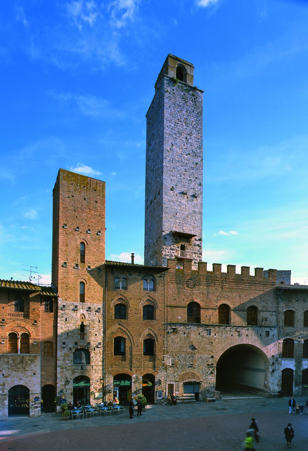 The Torre Rognosa, in Duomo Square, is one of two public towers. – © Tina Fasulo / Share your Sangi
