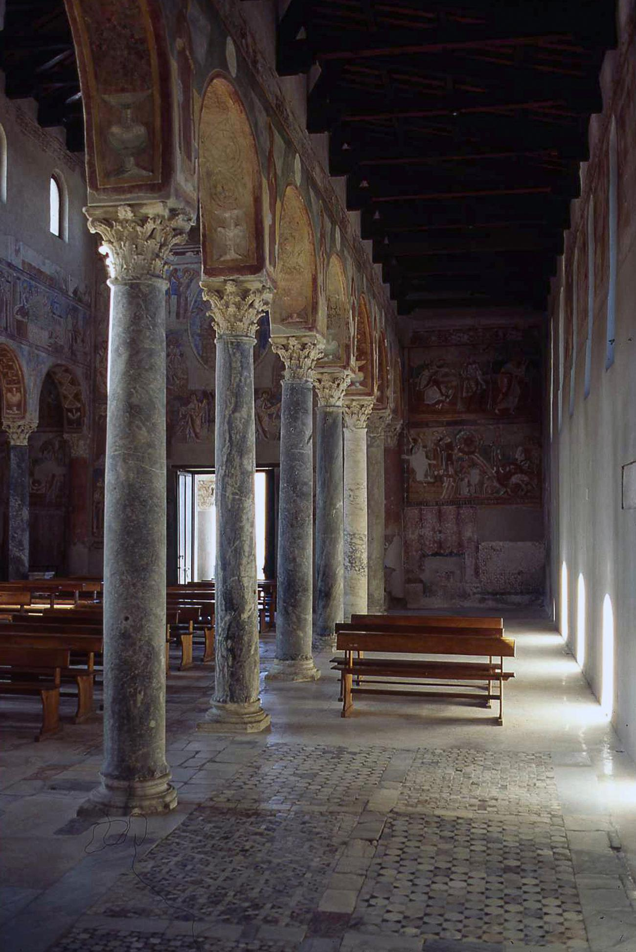 The left side nave of the Basilica with its Byzantine frescoes painted between 1072 and 1087. – © Caserta Royal Palace Archive