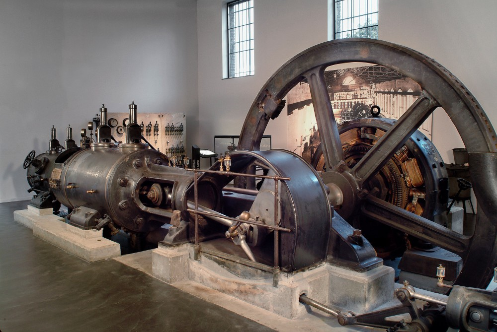 The steam engine in the Industry Museum is one of the exhibits explaining the process of mining. – © Photo-Daylight
