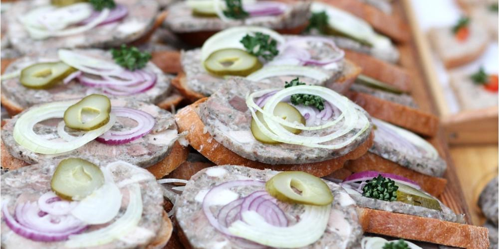Pork pudding with onion is a common snack with wine tastings. – © Renata Hasilová