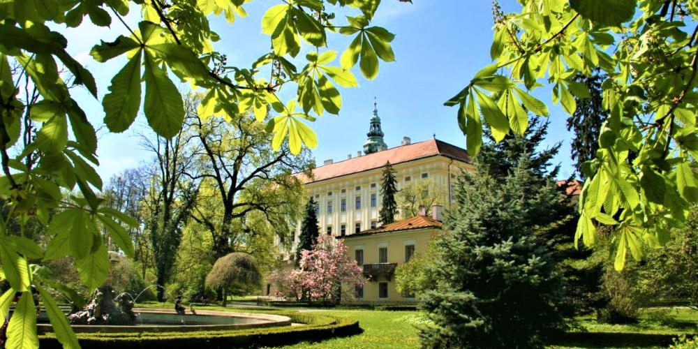 The Castle Garden has 54 hectares. It offers relaxation among mature trees, free-moving peacocks and other animals, as well as several architectural structures from different times. – © Stanislav Domanský