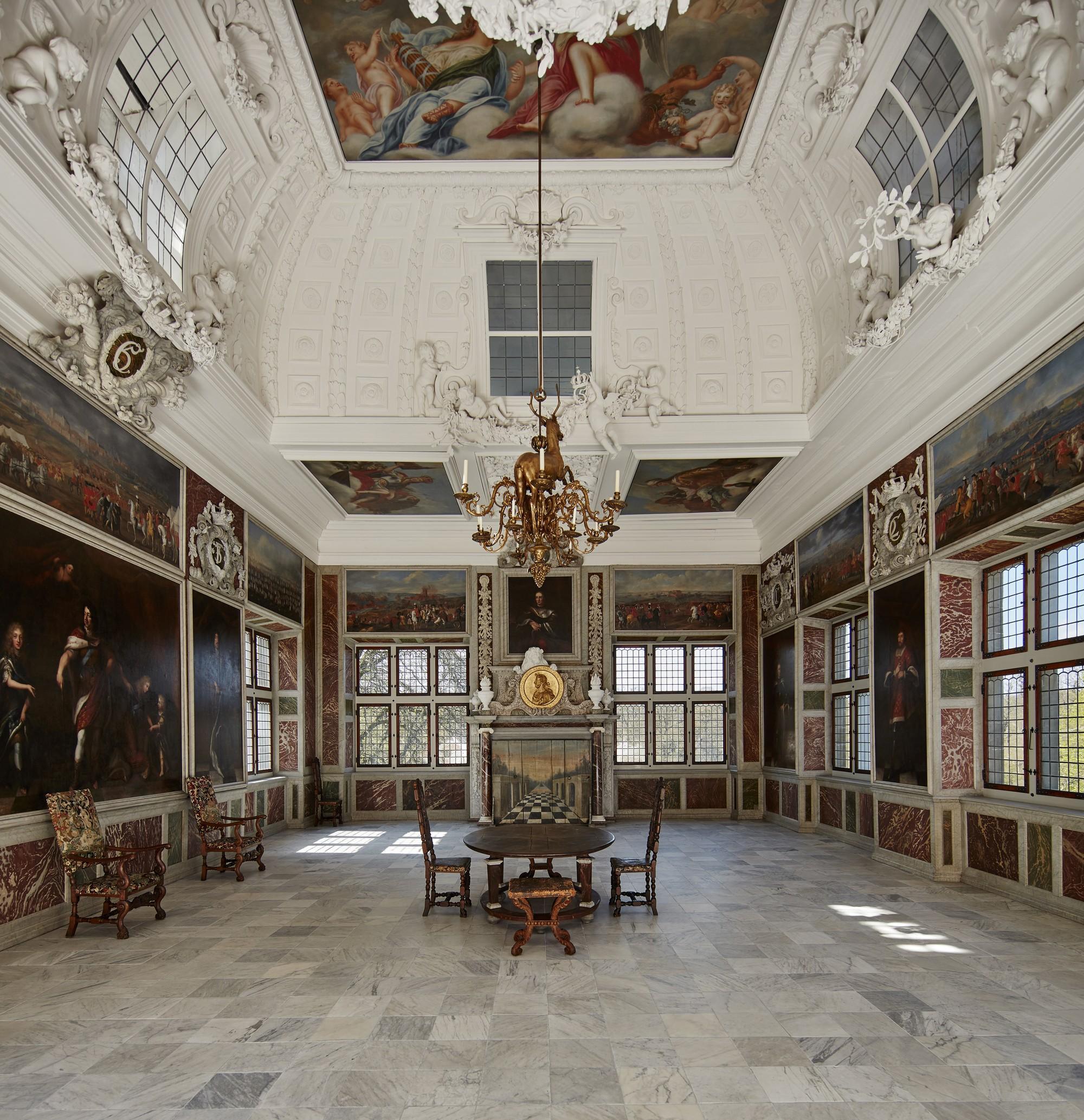 Le château de Frederiksborg était le siège du monarque absolu à la fin du XVIIe siècle. Sur la photo : la salle d'audience. – © Photographie de Kira Ursem / Musée de l'histoire nationale au château de Frederiksborg