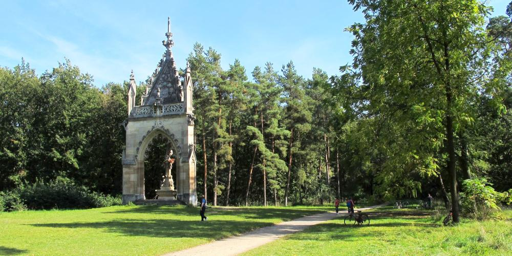 St Hubert Chapel stands in the forest at the crossroads of two tourist routes – © Huhulenik / Wikimedia Foundation