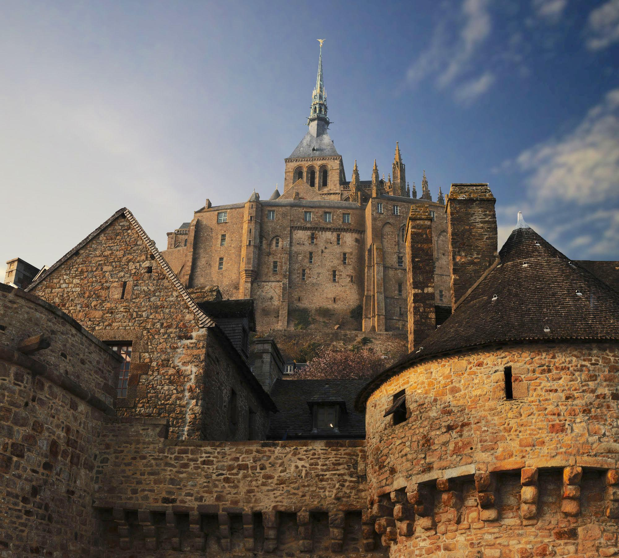 Mont-Saint-Michel offers top-notch photographic opportunities from all angles. Pictured: the south side of the Abbey, seen from the ramparts. – © CIM Productions / Centre des monuments nationaux