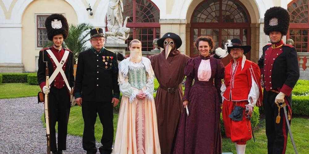 During the tourist season, the Bishop's Men organise guided tours of Kroměříž dressed in period costumes. – © Archive of the Archiepiscopal Castle Kroměříž