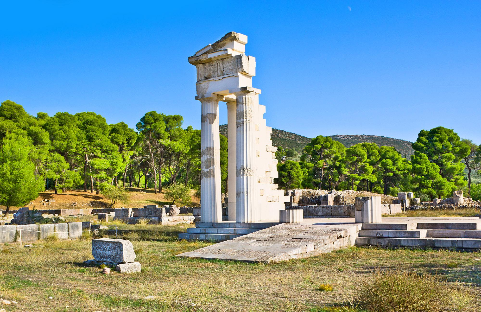 The archaeological site of the Sanctuary of Asclepius, with the ruins of Asclepius Temple, provides deep insight into the origins of the healing arts in the Western World. – © eFesenko / Shutterstock