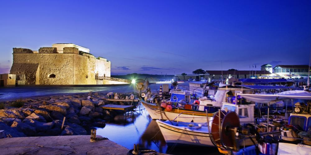Night view of the Pafos Castle. – © Markus Bassler