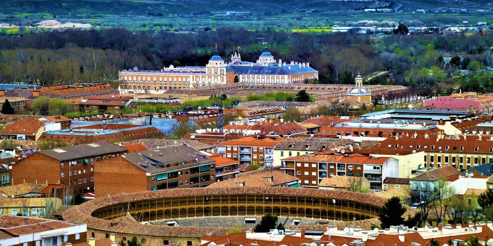 The Plaza de Toros of Aranjuez is fully integrated in the Historical Centre of the City and is one of the most representative buildings of importance that this city once had as a residence of the Spanish Monarchy for several centuries. – © Joaquin Alvarez