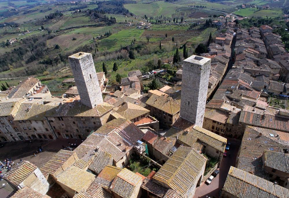 Du haut de la Torre Grossa, vous pouvez apercevoir le centre historique et la Route Francigena  au loin. – © Musei Civici San Gimignano