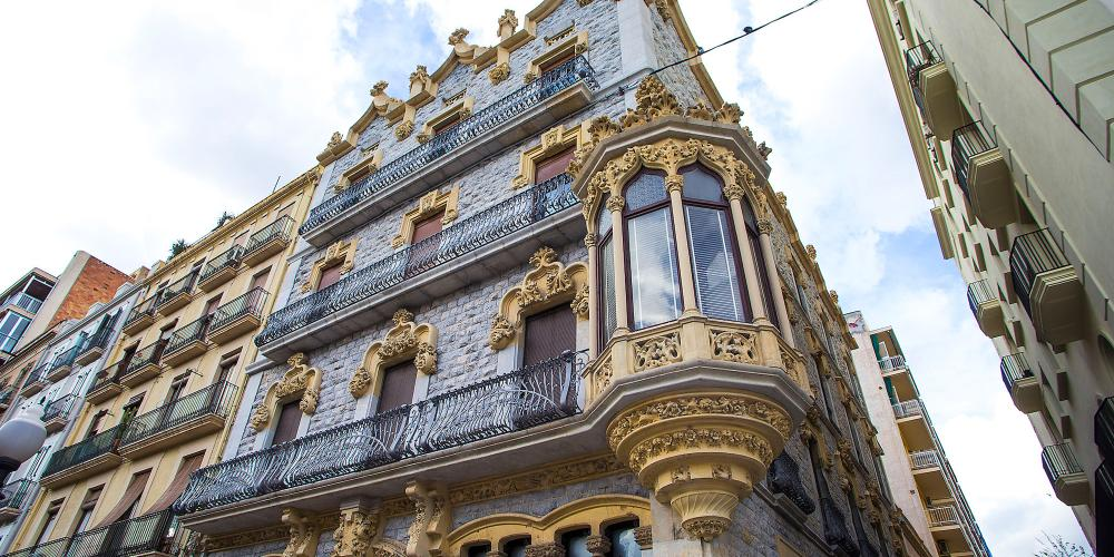 All along Rambla Nova there are different houses with façades of great historical and architectural interest. – © Manel Antoli, RV Edipress / Tarragona Tourist Board